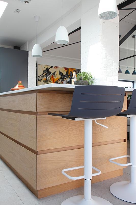 Ensoul PK LO Flat Bespoke Kitchen Oak Island Bookmatched Breakfast Bar Bar Stools